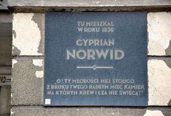 Tablica Cyprian Norwid al. Solidarności 72
