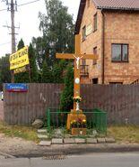 Zwoleńska, Rogatkowa (krzyż przydrożny)