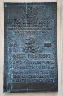 Tablica Jóżefa Piłsudskiego Mokotowska 50