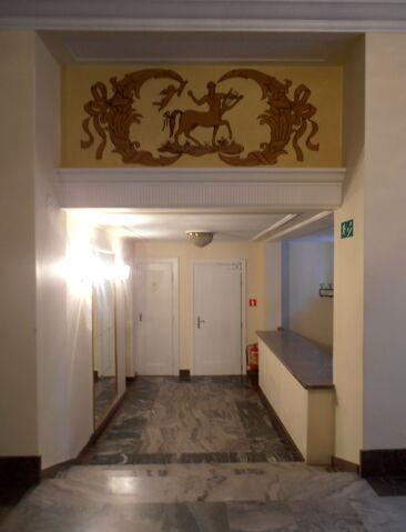 Plik:Teatr Polski dekoracja.jpg