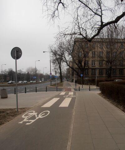 Plik:Banacha (ścieżka rowerowa).JPG
