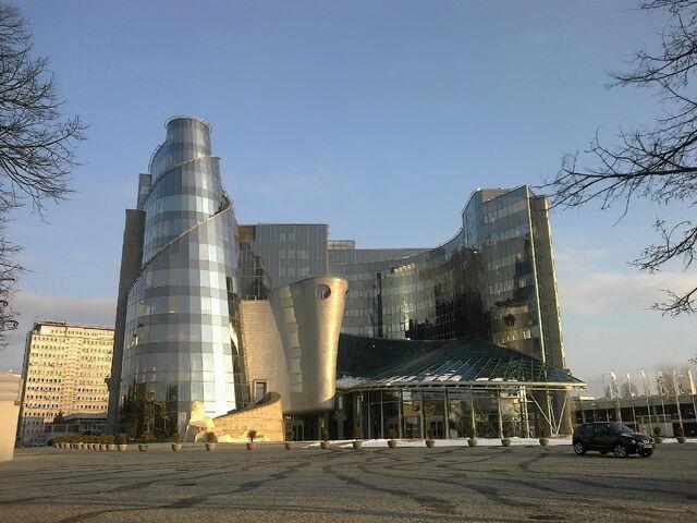 Plik:Gmach TVP w Warszawie.jpg