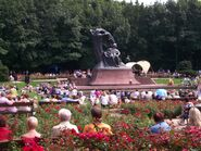 Koncert przy pomniku Chopina w Łazienkach