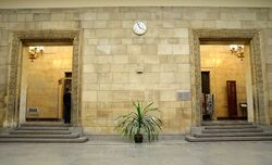 Replika Zegara Milenijnego w holu głównym PKiN