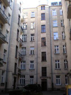 Mokotowska (nr 24, podwórko)