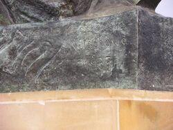 Nazwisko Nitschowej wyryte na Pomniku Syrenki na Powiślu