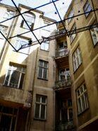 Mokotowska (budynek nr 8, podwórko)