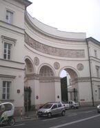 Palac Paca (brama, Miodowa)