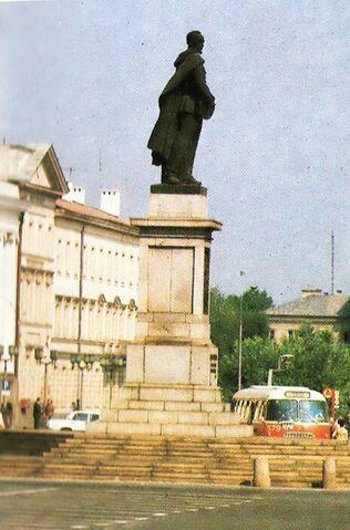 Plik:Pomnik Feliksa Dzierżyńskiego.jpg