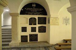 Tablice epitafijne w dolnym kościele bazylika św. Krzyża
