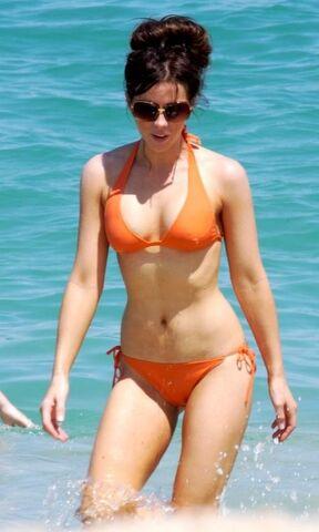 File:Keeya Bikini 2.jpg
