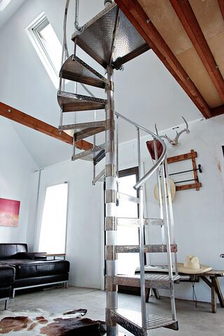 File:Stair case