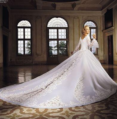 File:Wedding-Dress-classic lace long train wedding gown.jpg