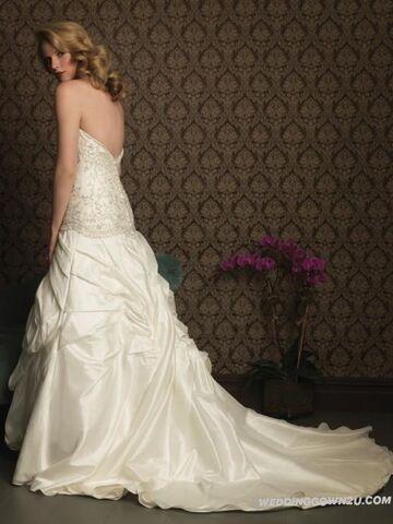 File:Taffeta Strapless A-Line Sleeveless Wedding Dress with Chapel Train original img 9a2a826a127fc432804146ac8b8ad895 214f94f5be6694972b8efde8475c457e.jpg