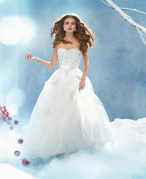 Image - Snow-white-wedding-gown.jpg | The everything Wedding Wiki ...