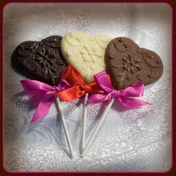 Heart-wedding-favors-with-ribbon