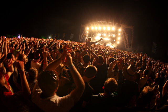 File:Main stage crowd shot.jpg
