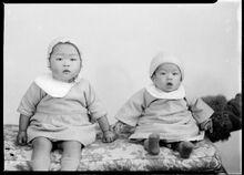 MA I316181 TePapa Portrait-of-two-children full