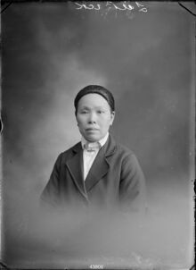 MA I016846 TePapa Portrait-of-a-woman-inscribed full