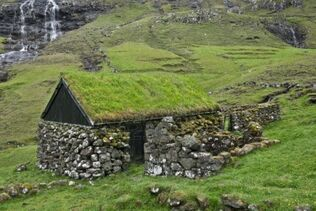 11651947-old-stone-house-in-faroe-islands