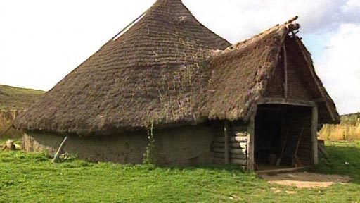 File:CelticRoundHouse.jpg