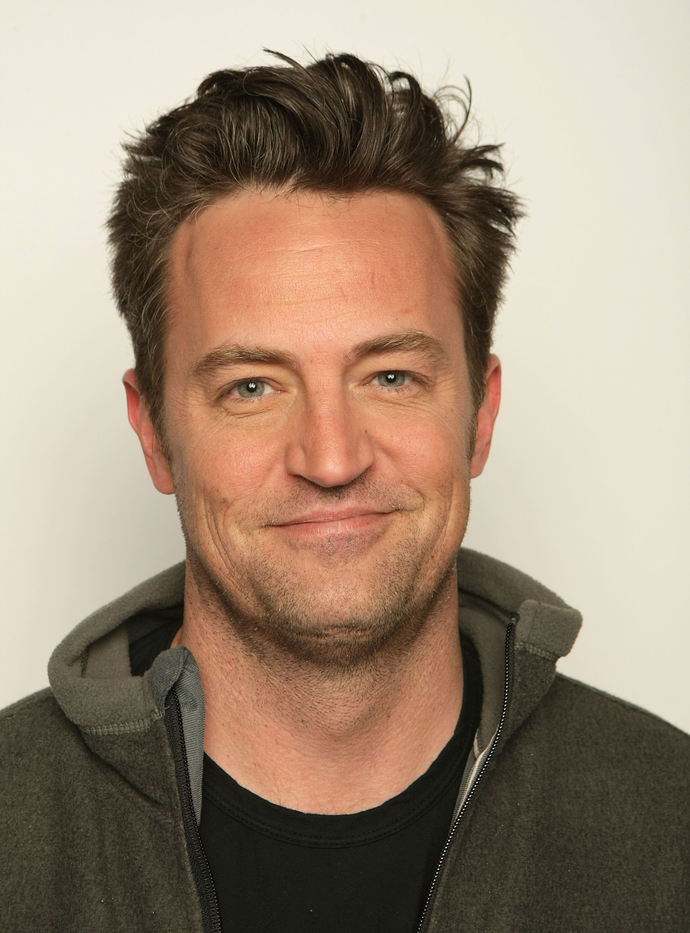 Matthew Perry steps out in London looking tired and disheveled ...