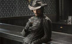 Westworld-episode-8-Hector-Escaton-700x432