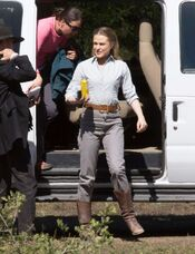 Evan-Rachel-Wood--Arriving-to-the-Westworld-set--12-662x863