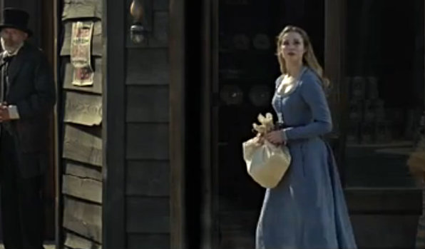 Файл:Dolores shopping in sweetwater.jpg