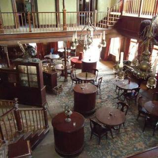 Saloon Mariposa