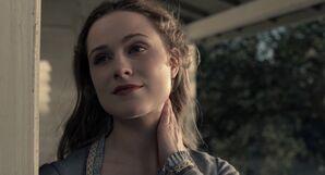 Dolores-kills-a-fly-westworld
