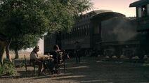 Ww s1e10 Тедди выходит из поезда