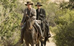 Westworld-episode-8-teddy-and-the-man-in-black-700x437