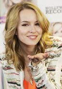 Bridgit-mendler-photocall-hello-my-name-is-06