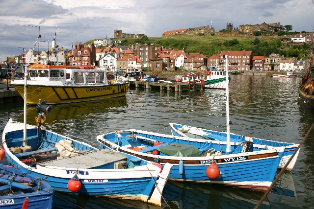 File:Whitby harbour from new Quay - geograph.org.uk - 47082.jpg