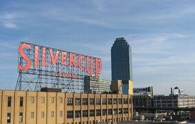 800px-Silvercup Studios and Citicorp Building from Queensboro Bridge