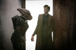 Konfrontacja Doktor z Hoixem (Miłość i potwory)