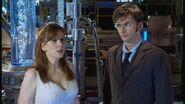 Doktor i Donna w laboratorium Torchwood (Uciekająca panna młoda)
