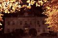 Dom wśród złotej nocy spał