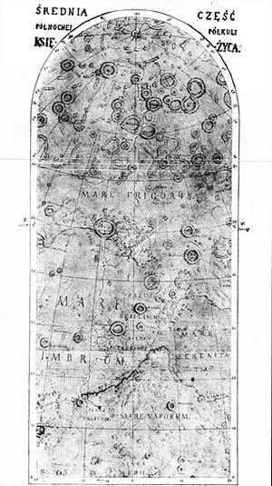 Na srebrnym globie mapa