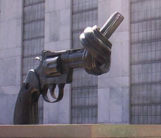 UN-pistole-verknotet