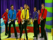 TheWigglesPlayingMatonGuitarsinTVSeries3