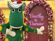 DorothyinDorothy'sTravelingShowOpeningSequence