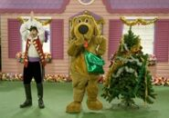 WagsandCaptainFeatherswordinDorothy'sRockin'Christmas