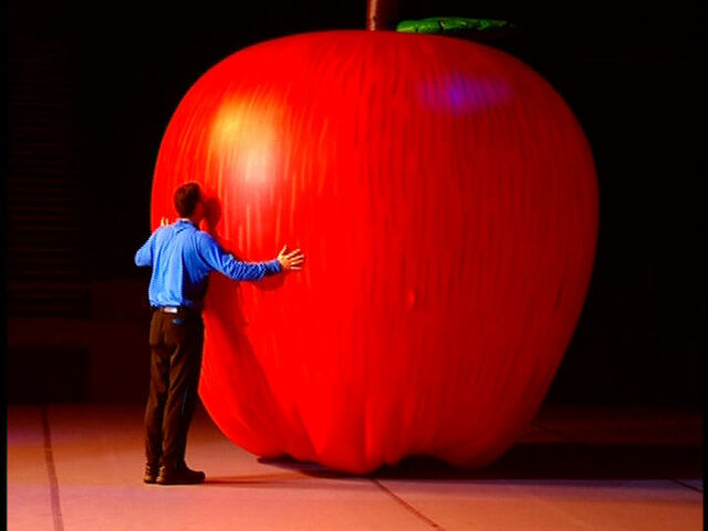 File:AnthonyEatingBigApple.jpg