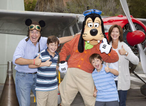 Colbert-family-with-Goofy
