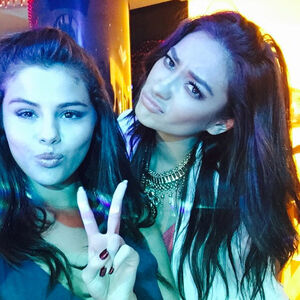 Sloane and Sienna selfie