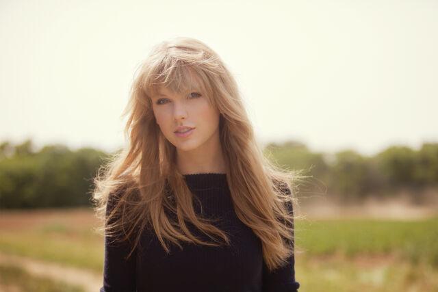 File:Taylor-swift-photoshoot-8.jpg
