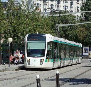 Tram in Paris 01