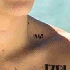 <b>1967</b> arriba de su clavicula izquierda (octubre de 2013)